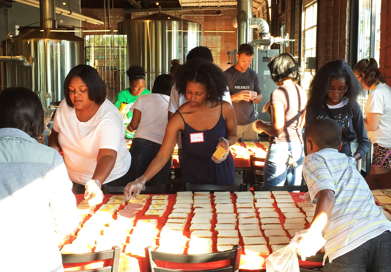 Serving the Charlotte homeless community one lunch at a time: Meet Hashtag Lunchbag Charlotte