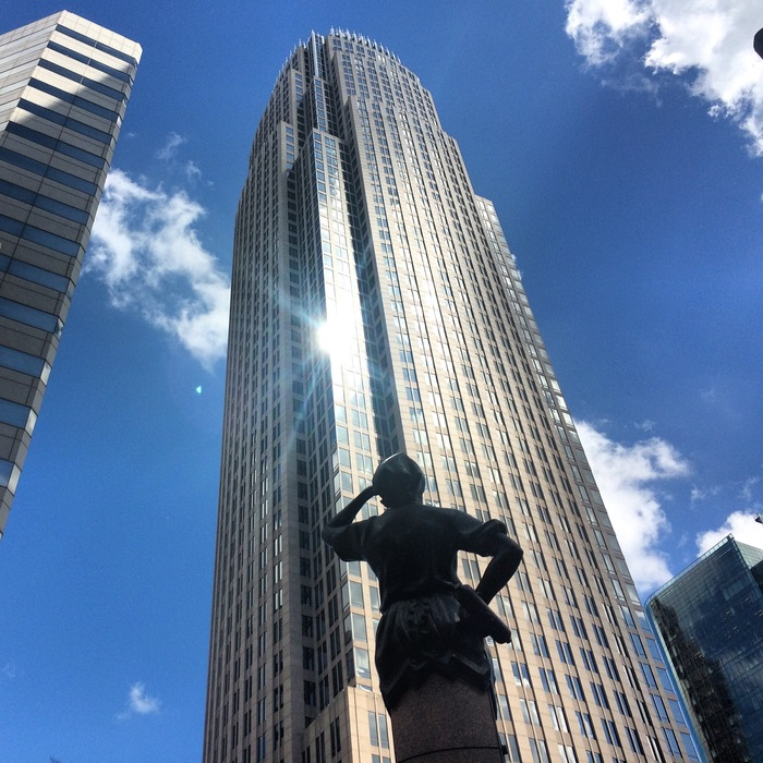 bank_of_american_buillding_and_statue