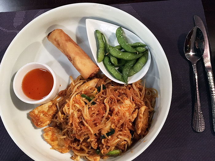 pad-thai-lunch-special-at-hibiscus