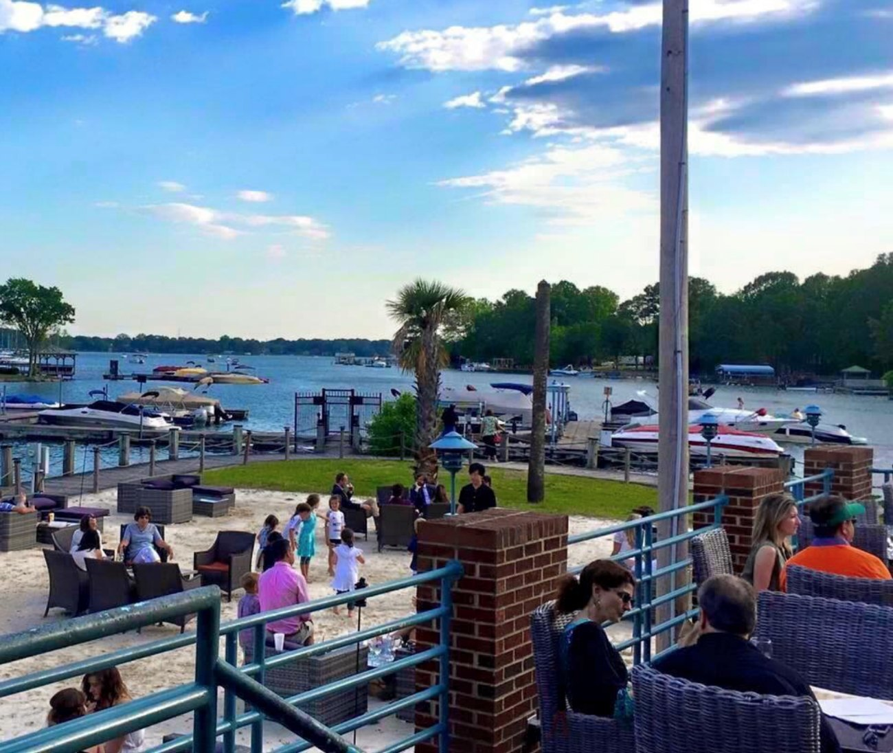 5 best places for waterside cocktails within 30 miles of Uptown