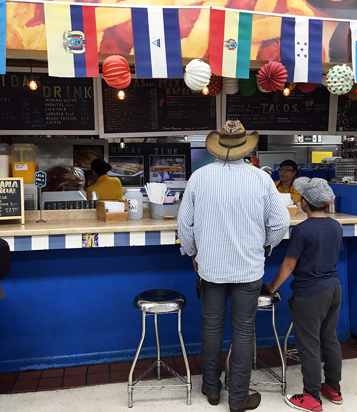 ordering-sandwich-from-sav-way-central-charlotte