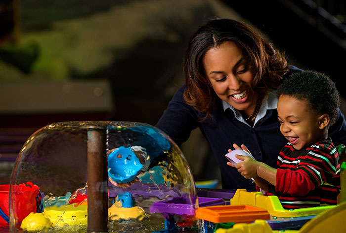 discovery-place-kids-water-table