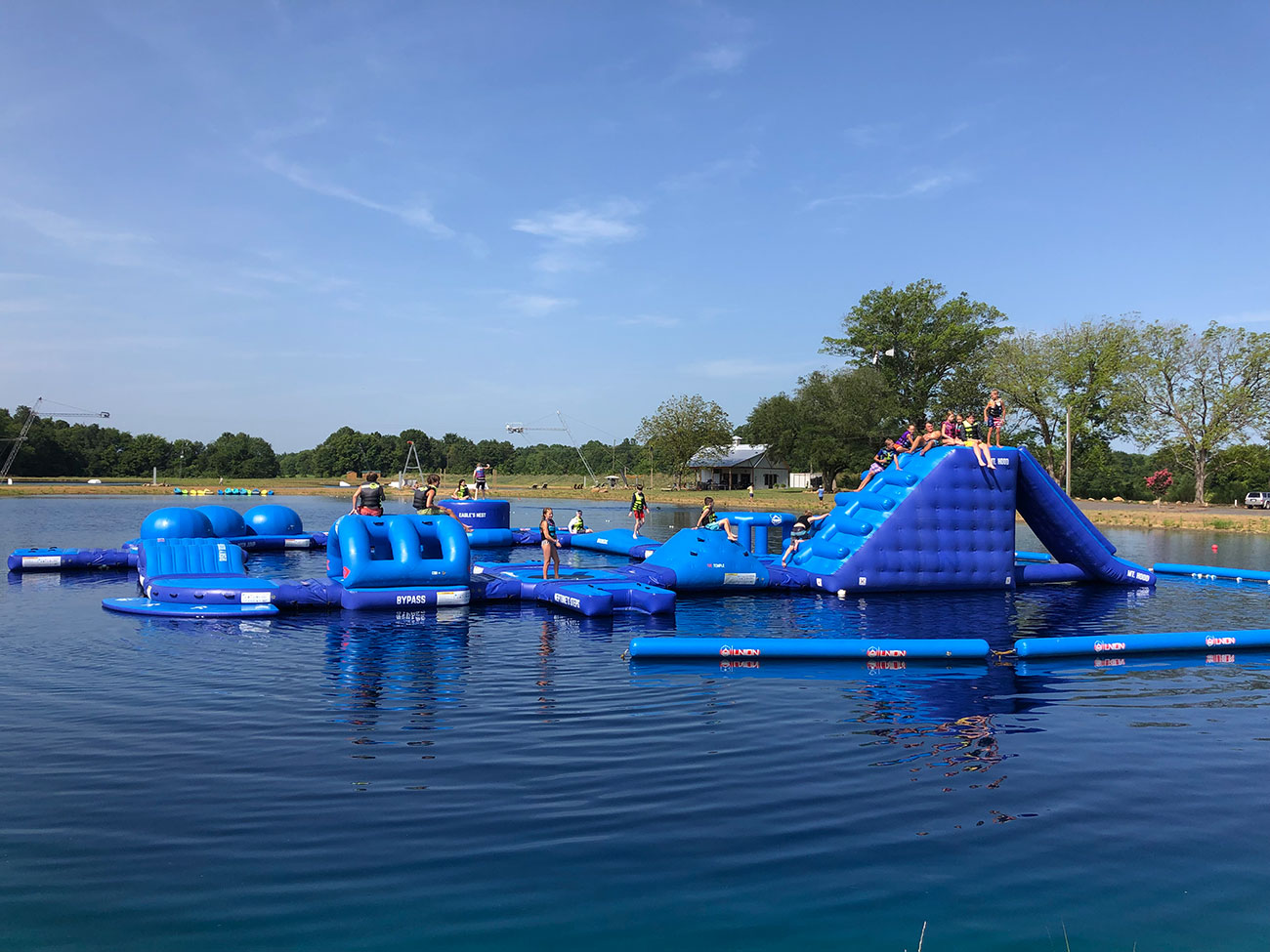 25-acre cable wakeboarding park debuts new floating obstacle course