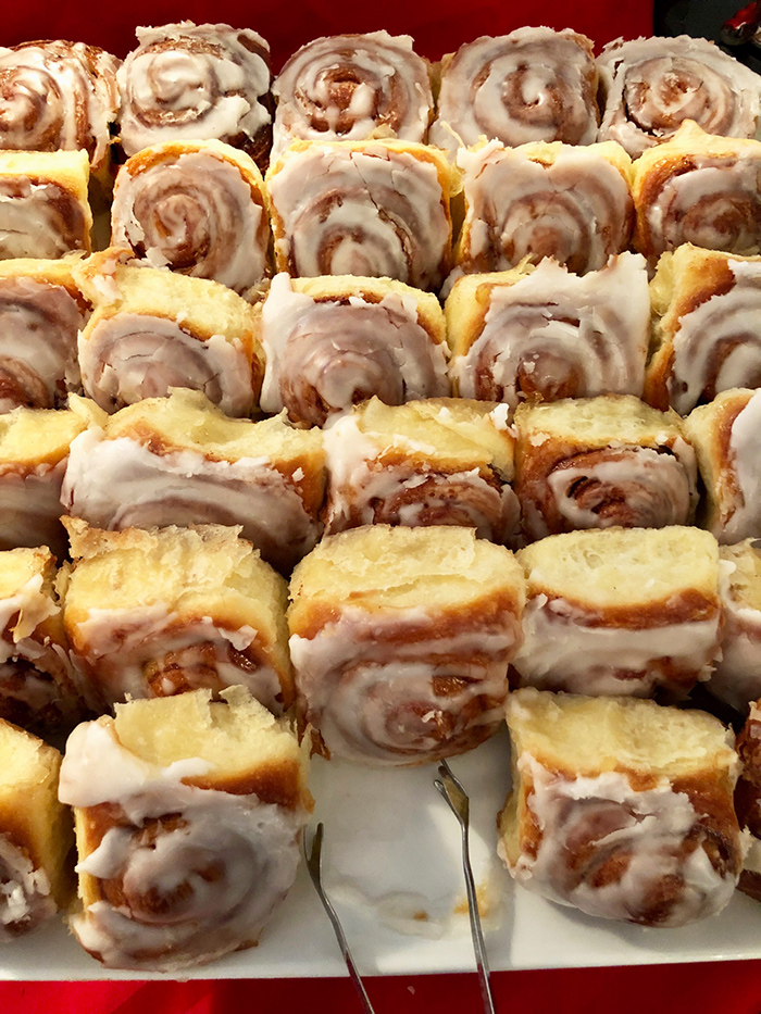 cinnamon-rolls-at-the-greenbrier-charlotte