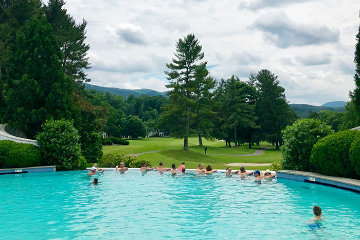 outdoor-pool-at-the-greenbrier-charlotte