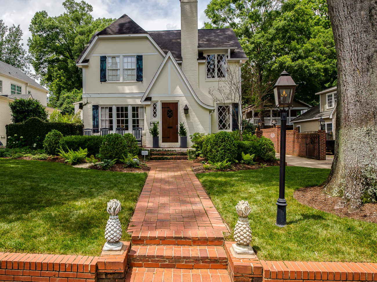 House hunting? Top 16+ open houses this weekend including a penthouse condo in Dilworth and a family home with community amenities on Lake Wylie