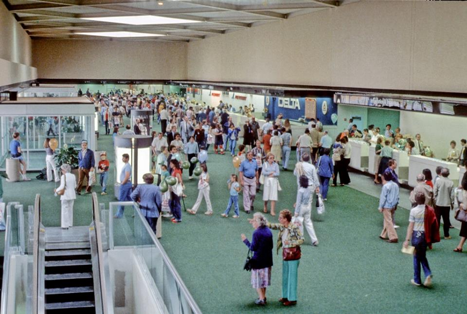 Charlotte Douglas International Airport lobby, 1982
