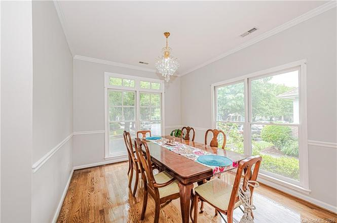 404 Olmsted Park Place dining