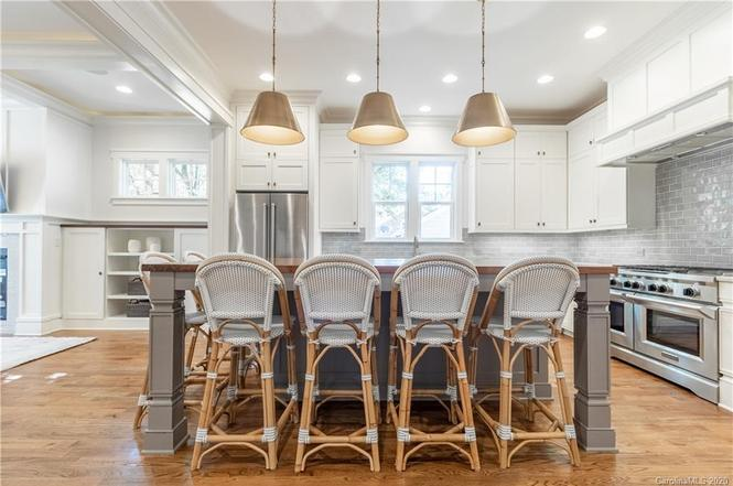 2517 Chesterfield Ave. kitchen