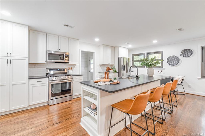 301 Seneca Pl kitchen