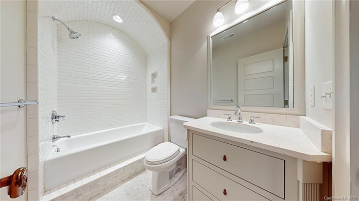 4023 Alexandra Alley Drive bathroom