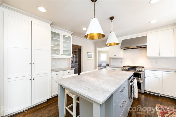 1213 Chandler Place kitchen