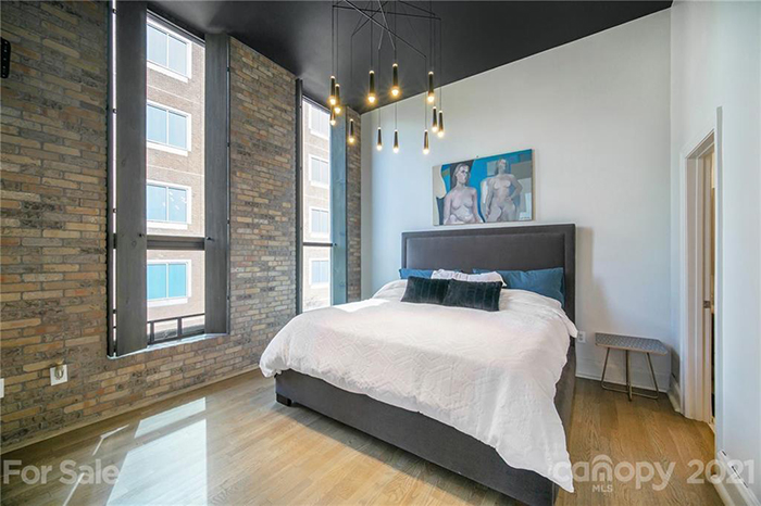 127 N. Tryon St. #315 bed
