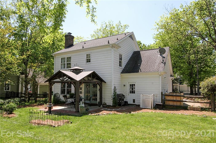 9217 Four Acre Ct yard