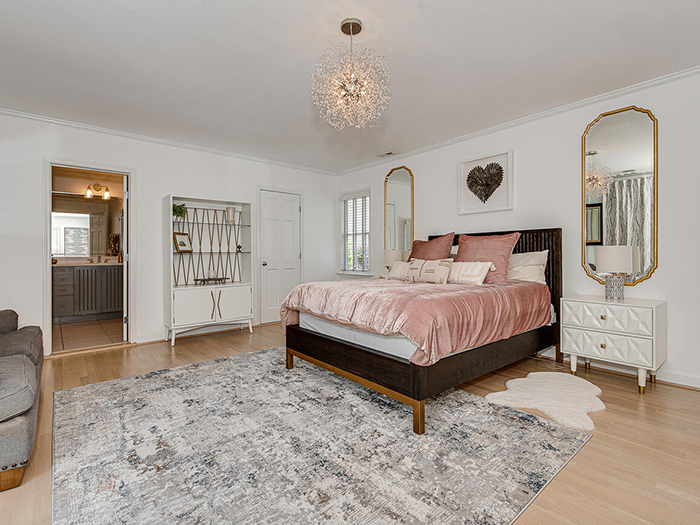 152 S. Canterbury Road bed