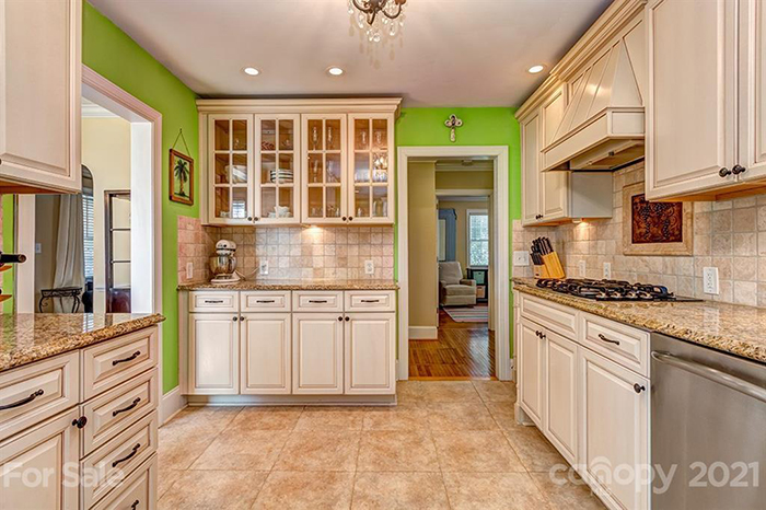 2433 Chesterfield Ave, kitchen