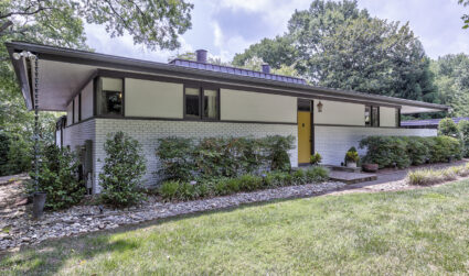 Home tour: This mid-century modern house on Lake Wylie has its own art studio
